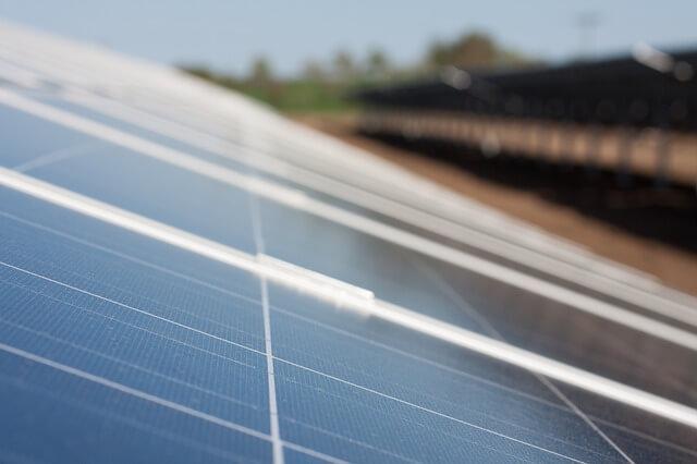 Solarenergie günstiger dank Spritzlackierung