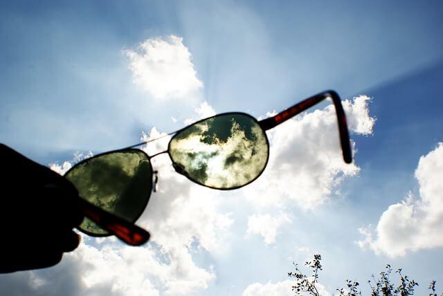 iPhone aufladen mit einer Solar-Sonnenbrille
